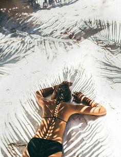 At the beach | White sand | Bikini | More on Fashionchick.nl