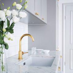 marble gold kitchen gold marble marble gold k Kitchen Interior, Interior Design Living Room, Kitchen Decor, Küchen Design, Home Design, Beautiful Interior Design, Interior Inspiration, Home Kitchens, Palace