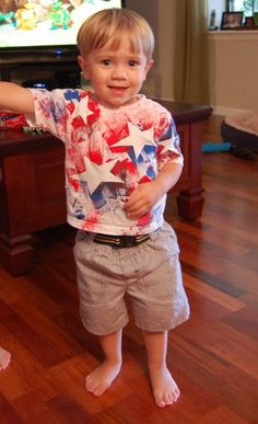 DIY 4th Shirt for Toddler - paint in a spray bottle - genius