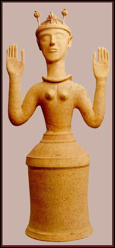 The sublime Minoan poppy goddess/priestess, c. 1400-1100 BCE, discovered near the site of Knossos and held in the collection of the Iraklion Museum (digital image courtesy of inoe.ro)