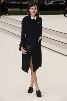 celebrities y shopping de mocasines y slippers: Alexa Chung