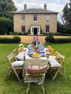 backyard picnic ideas Backyard Picnic, Backyard Landscaping, Home Design, Design Ideas, Outdoor Dinner Parties, Home Blogs, Outdoor Dining, Outdoor Decor, Dining Tables