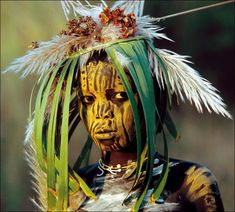German photographer Hans Silvester we can witness the dazzling artistry of the Surma and Mursi people of the Omo Valley in southern Ethiopia as they perform their ancient tradition of temporary body decoration on themselves and each other a few times each day.