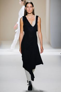 See the complete Victoria Beckham Spring 2017 Ready-to-Wear collection.
