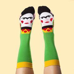 Stravaganti calzini che raffigurano artisti famosi