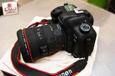 Canon Camera Cake by Dolci Pasteleria 18th Birthday Cake, Happy Birthday Cakes, Camera Cakes, White Food Coloring, Party Entertainment, Camera Photography, Fondant Cakes, Cakes And More, Amazing Cakes