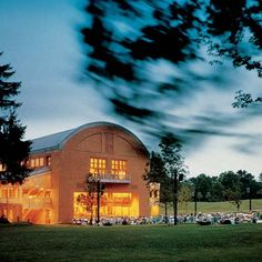 Tanglewood, Lenox - Music and Jazz Festivals, and home to the Boston Symphony Orchestra. Bring a blanket, a picnic basket full of goodies and let the flirting commence on the lawn! Great Barrington, Travel Pictures, Travel Pics, New England Homes, Jazz Festival, Places Of Interest, New Hampshire, East Coast, Massachusetts