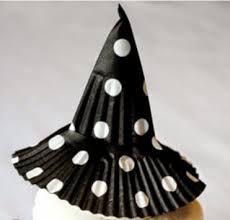 Resultado de imagem para chapeu de bruxa de forminha de doce