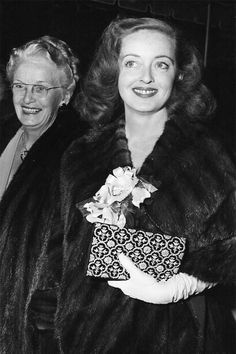 "Ruth Augusta Davis supports her daughter Bette Davis (birth name Ruth) at the ""All About Eve"" premiere. Old Hollywood Glamour, Hollywood Actor, Vintage Hollywood, Classic Hollywood, Betty Davis, Ruthie Davis, Bette Davis Eyes, The Golden Years, Golden Age"