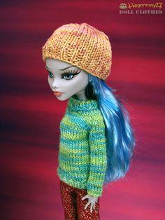 Hang knit doll clothes