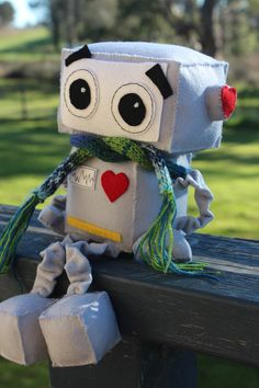 One of the cutest Robot toy patterns we've seen.  Make your own adorable robot gift for the robot crazy man in your life!
