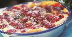 Retrouvez la célèbre et indémodable recette du clafoutis aux cerises qui fait toujours plaisir à petits et grands au moment du dessert ou du goûter. Les fruits sont associés à un appareil réalisé de façon très simple à partir de farine, sucre, oeufs, lait et crème pour un résultat moelleux à souhait. Flan, Pepperoni, Moment, Deserts, Pizza, Messages, Simple, Cherry Clafoutis, Kitchens