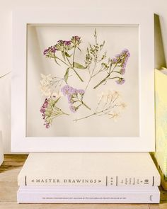 Flower Pressing DIY: How to Preserve Blooms in a Minimalist Frame A tutorial on how to display pressed flowers in a floating frame, using the traditional book pressing method. Dried And Pressed Flowers, Pressed Flower Art, Pressed Flowers Frame, Mason Jar Diy, Mason Jar Crafts, Handmade Home, Diy Hacks, Flower Crafts, Diy Flowers