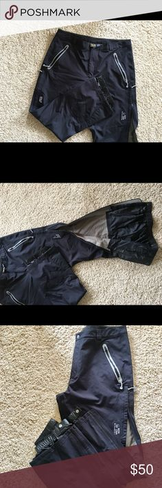 Mountain Hardware Snowpants Amazing quality. Snowboarding, snowshoeing, these are made for cold weather and will keep you dry.l and warm. Like new, only worn 4 times. Special Q-Dry technology, full zipper legs. Mountain Hard Wear Pants