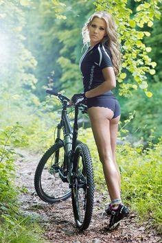 bikegirls_girl_rider_mtb_2.jpg 560×840 pixels