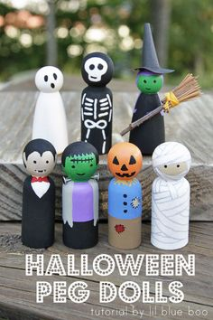 How to paint Halloween peg dolls! Peg doll tutorial tips How to make Halloween peg dolls. These peg dolls are so easy to make if you paint step-by-step. A DIY peg doll tutorial that anyone can do! Spooky Halloween, Halloween Crafts, Holiday Crafts, Halloween Decorations, Halloween Tutorial, Wood Peg Dolls, Clothespin Dolls, Doll Crafts, Diy Doll