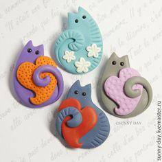 Купить или заказать Нежные коты - кулоны, броши, серьги в интернет-магазине на Ярмарке Мастеров. Очаровательнейшие коты с влюбенными глазами :) Могут стать вашей брошкой, кулоном, сережками. Есть коты с сердечками, с цветами, с чашечкой кофе :) Можно сделать в любом цвете и с любым атрибутом по вашему желанию! Брошь - 350 руб. Кулон - 350 руб. Серьги - 550 руб. Чтобы купить украшение прямо сейчас, нажмите кнопку 'В корзину', затем 'Перейти в корзину' для оформления покупки.