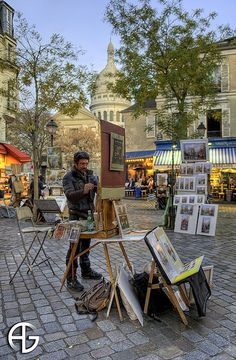 Montmartre I love watching the street artists here! I purchased an acrylic and a watercolor! Amazing Places On Earth, Beautiful Places, Paris Travel, France Travel, Tour Eiffel, Hotel Des Invalides, Paris In Spring, Paris Flat, Montmartre Paris