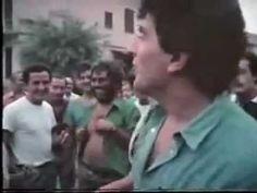 Tuttobenigni è un film-documento sullo spettacolo che Benigni porta sulle piazze italiane nel 1983 (esordio a Taranto, in luglio).    La regia è di Giuseppe Bertolucci.    Oltre alla sceneggiatura originale, sono frequenti le improvvisazioni, create in collaborazione con il pubblico.