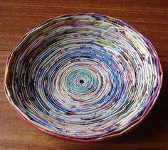 Como fazer artesanato com jornais e revistas. Fazer artesanato não é uma atividade exclusiva para profissionais e artistas, qualquer um de nós, com dedicação e algum conhecimento básico, pode criar belas obras decorativas ou utilitárias. Os mater...