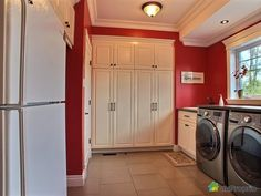 Salle de lavage de rêve à voir à Orford #DuProprio Stacked Washer Dryer, Washer And Dryer, Condo, Washing Machine, Laundry, Home Appliances, Real Estate, Room, Organisation