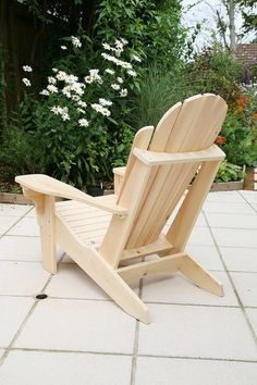 Adirondack Chairs Diy Furniture Videos, Funky Furniture, Rustic Furniture, Garden Furniture, Furniture Design, Adirondack Chair Plans, Adirondack Furniture, Outdoor Furniture Plans, Wooden Adirondack Chairs