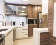 Foto: Reprodução / Rolim de Moura Aquitetura Kitchen Cabinets, Table, Design, Furniture, Ideas Para, Internet, Home Decor, Posts, Coffee Bar Home