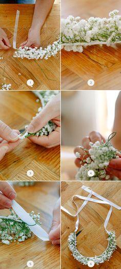 新娘們除了身上的禮服手上的捧花,可別忘了頭上的裝飾也是非常重要的~現在妳也可以自己動手做出這些美麗又夢幻的花圈~一起來看看今天要分享的15種DIY花圈教學吧~