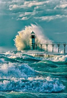 The powerful crash and churn of Lake Michigan waves against the lighthouse at St Joseph, Michigan, USA No Wave, Beacon Of Light, All Nature, Nature Quotes, Am Meer, Ocean Waves, Big Waves, Belle Photo, Wonders Of The World