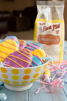 Keto Easter Egg Cookie Dough Fat Bombs Easter Cookie Dough Fat Bombs are healthier than healthy! Perfect substitutions are made to make this dessert sugar & dairy-free. No Egg Cookies, Easter Cookies, Keto Cookies, Baking Cookies, Stevia, Sugar Eggs For Easter, Fat Bombs Low Carb, Keto Cookie Dough, Keto Holiday