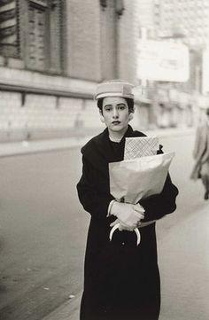 ダイアン・アーバス撮影。黒いコートの貴婦人