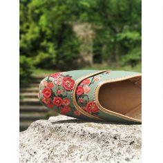 #VianTravels  Colorful Wednesday mornings with Flytrap juttis from Budapest. . . . . . . . . #vian #viantravels #traveldiaries #istanbul #istanbulsummer #goodshoestakesyoutogoodplaces #europe #travelstyle #stylebloggers #shoesaddict #fashionista #summerfashion #fashionblogger #fashiondiaries #lookoftheday #onlineshipping #internationalshipping #freeshipping #shoelover #iloveshoes #comfortable