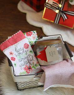 Creative Gift Basket Ideas Under $20 #diygift #giftidea #giftbasket Homemade Birthday Gifts, Homemade Christmas Gifts, Best Christmas Gifts, Homemade Gifts, Holiday Gifts, Holiday Ideas, Homemade Gift Baskets, Diy Gift Baskets, Basket Gift