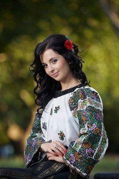 Romanian blouse Beautiful Costumes, Beautiful Dresses, Beautiful Women, Portrait Photography Poses, Photography Women, Romanian Women, Ethnic Fashion, Womens Fashion, Costumes Around The World