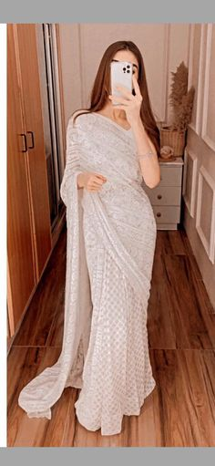 Dress Indian Style, Indian Fashion Dresses, Indian Designer Outfits, Girls Fashion Clothes, Fashion Outfits, Saree Designs Party Wear, Lehenga Designs, Stylish Sarees, Stylish Dresses