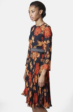 Free shipping and returns on Topshop 'Bloomsbury' Floral Print Midi Dress at Nordstrom.com. A splashy autumnal motif accented by a contrast waistband styles a fluttery midi dress cut with semi-sheer three-quarter sleeves and a fully pleated A-line skirt.