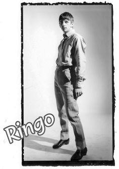 Beatlemaníaca desde eu ainda me surpreendo com fotos incríveis dos Beatles [e que eu NUNCA tinha visto na vida]. Beatlemaniac since I am still surprised by incredible pictures of the Beatles [and that I had NEVER seen in my life]. The Beatles 1960, Richard Starkey, Music Genius, Liverpool Jeans, The Fab Four, Dog Teeth, The Clash, Ringo Starr, George Harrison