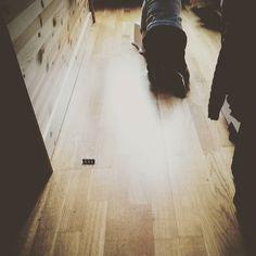 Ich liebe genau diese stillen kleinen Momente mit dem Kind. Sie macht und entdeckt und ich sitze auf dem Boden und trinke Tee. Langsam geht es mir besser und ab Donnerstag plane ich wieder Unialltag. Uff. #familienblog #Elternblog#mamablog #Papablog #momof3 #lebenmitkindern