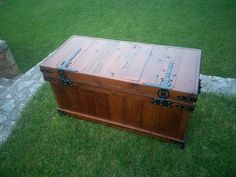 #Chest, #RecyclingWoodPallets, #Woodworking I made this chest from pallets to storage wood for the fireplace.