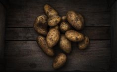 "THE DIRT ON SPUDS – Do you know anyone who doesn't like potatoes? The new post on our website ""The Dirt on Spuds"" takes a look at one of winter's favourite nutritional powerhouses and a local grower 💚🌱 Organic Fruits And Vegetables, Fruit And Veg, Baked Jacket Potatoes, Whats In Season, Fruit In Season, Whole Food Recipes, Vitamins, Chips, Nutrition"