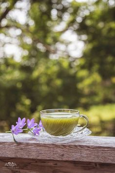 Nikki Kebbert Mulkern has captured a beautiful glamour shot of her morning matcha.