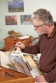 Award-winning painter and international art instructor, Johannes Vloothuis, shares 10 oil tips and tricks for better paintings.
