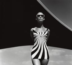By F.C. Gundlach, Vouliagmeni (Greece), 1 9 6 6. Brigitte Bauer, Op Art-bathing suit by Sinz.