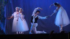 """Iñaki Urlezaga, aplaudido a rabiar El público quilmeño aplaudió anoche hasta enloquecer al gran bailarín Iñaki Urlezaga, y su grupo de ballet y músicos, que ofrecieron el espectáculo de ballet clásico y tango """"Danza por la inclusión""""."""