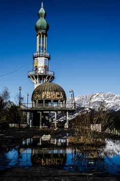Consonno, Italy, an attempt to build a Las Vegas-style resort. Abandoned Mansions, Abandoned Buildings, Abandoned Places, Haunted Houses, Old Houses, State Of Decay, Vegas Style, Urban Exploration, Amusement Parks