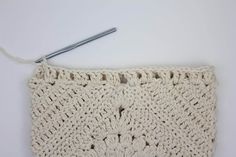how to crochet a bohemian purse with fringe--free crochet pattern and step-by-step tutorial!