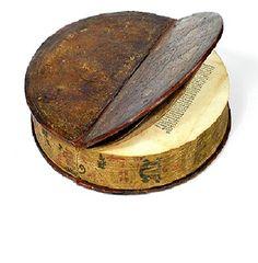1590 Round Book Un libro rotondo.  Fu rilegato nel 1590 circa, come dono al Principe e Vescovo Julius Echter von Mespelbrunn (1545-1617)  (Biblioteca Università, Würzburg, Germania)