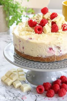 My Gluten Free White Chocolate and Raspberry Cheesecake Recipe (No-Bake) - Cheesecake Recipes Gluten Free Cakes, Gluten Free Baking, Gluten Free Desserts, Gluten Free Recipes, Baking Recipes, Dessert Recipes, Sin Gluten, Chocolate Cheesecake Recipes, Rasberry Cheesecake