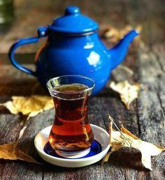 น่ารัก Good Morning Beautiful Flowers, Sun Tea, Turkish Tea, Tea And Books, Food Fantasy, Autumn Coffee, Breakfast Tea, Coffee Photography, Tea Art