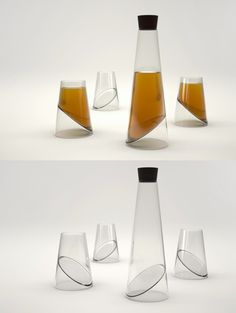 Botella y vasos muy modernos, ¿te gustan?